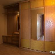 Шкаф-купе для прихожей. Раздвижные двери облицованы материалом «ротанг».