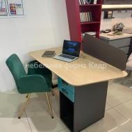 Современный рабочий стол со шпоном
